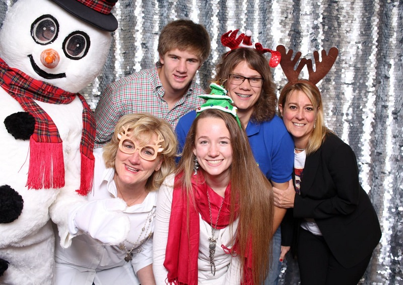 What Is The Importance Of Hiring Photo Booth Service