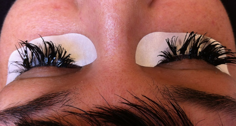 How Can Ladies Choose The Eyelash Glue That Is The Best For Them