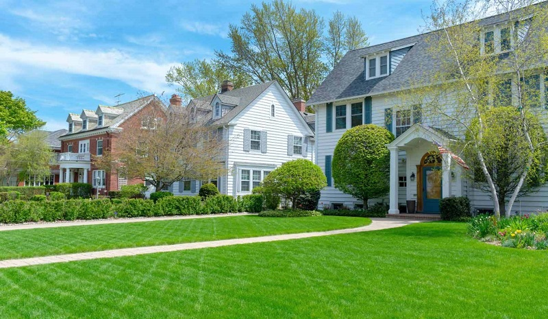 Why Buy Real Estate With A Perfect Lawn Is Crucial
