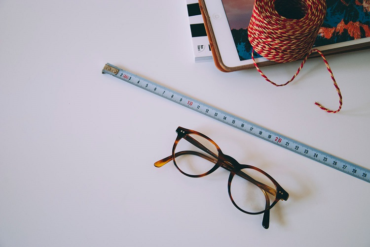What Are The Tips For Buying An Ideal Pair Of Eyeglasses
